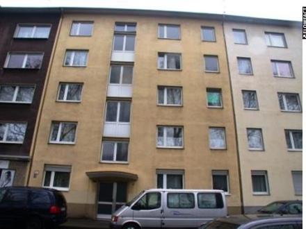 Kapitalanlage: Gut geschnittene 2-Zimmer-Wohnung mit Einbauküche, langfristig vermietet