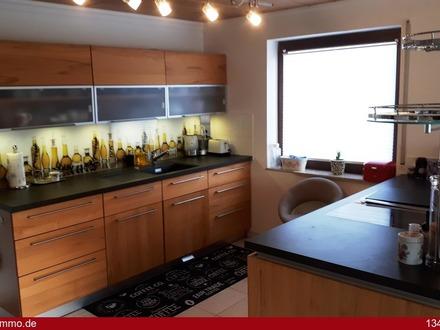 Möblierte 3 Zimmer-Wohnung mit zwei Balkonen (Rheinblick), einer Garage und zwei Stellplätzen