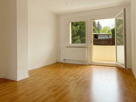 *** 150 EUR Einzugsbonus *** Schicke 3 Raum Wohnung mit Balkon und Tageslichtbad.