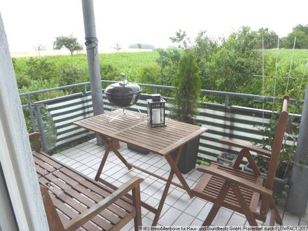 EINZIEHEN UND WOHLFÜHLREN: Schicke, gepflegte 2-Zimmer-Wohnung mit schönem Ausblick vom Balkon