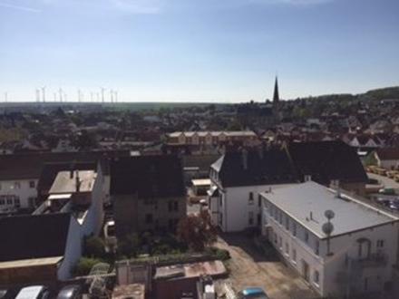 4 ZKBB im DG mit Aufzug und Blick über die Dächer von Alzey
