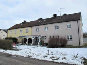 ..älteres renovierungsbedürftiges kleines Reihenendhaus in Stammham
