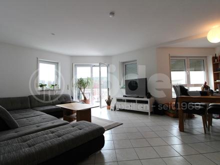 Einzigartig! Großzügige 3,5 Zimmer-Wohnung mit Süd-Balkon in ruhiger Waldrandlage