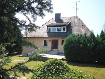 Villa mit großem Grundstück