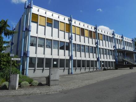Halle mit Büroräumen in Kleinwallstadt