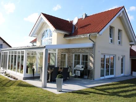 Einfamilienhaus mit Doppelgarage, Wintergarten + Einbauküche + Einbauten + Möbel.