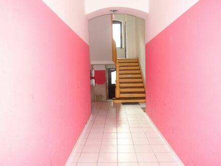1 5 3. 5 7 0,- für 5 2 m² mit viel Licht + helles Bad mit Eckwanne + Parkett in St.-Leonhard