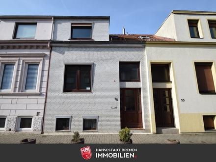 Neustadt / Sanierungsbedürftiges Reihenhaus mit Einliegerwohnung