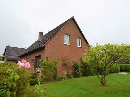 Weener (OT Möhlenwarf): Solides Einfamilienhaus mit Garten und Garage in ruhiger Sackgassenlage
