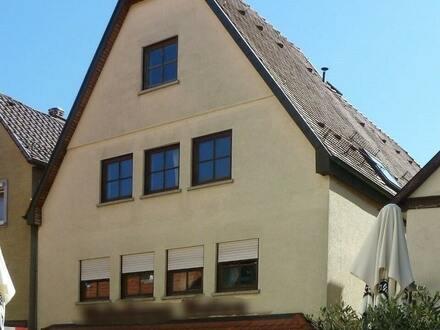 Ein Stadthaus mit Ladenfläche im Landhausstil