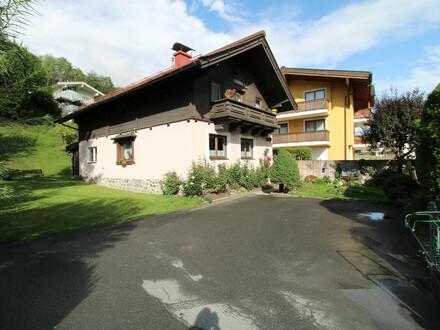 Zentrales Einfamilienhaus mit großem Grundstück