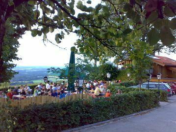 Biergarten mit grandioser Aussicht vom Chiemsee