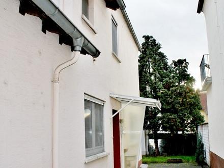 :: Stark Sanierungsbedürftiges älteres Einfamilienhaus mit Hof und kleinem Garten (H 485) ::