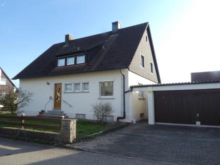 Hübsches, sehr gepflegtes Zweifamilienhaus mit Doppelgarage in bevorzugter Wohnlage