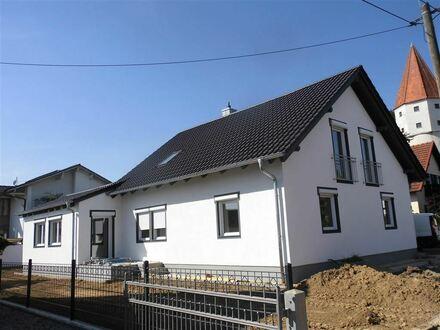 Wie neu !! Grundsaniertes, geräumiges Wohnhaus in Osterhofen !