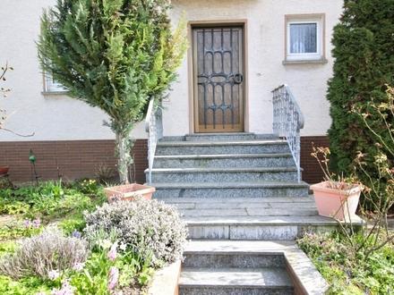 Einfamilienhaus oder zwei Wohnungen - Terrasse, Balkon und Nebengebäude