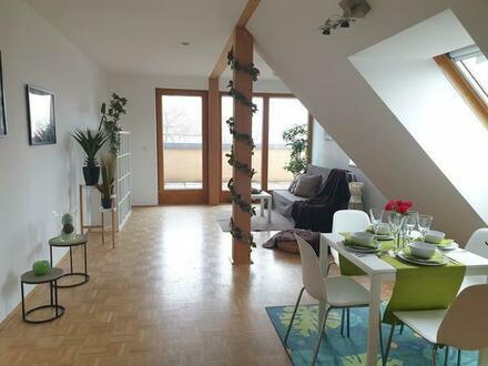 unbefristete drei Zimmer Dachgeschosswohnung mit Terrasse