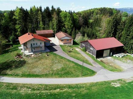 Alleinlage; neuwertiges Anwesen mit 7413m² Garten, Wiesen, Wald