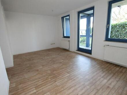 -B-Schein erforderlich!- Frisch renovierte Wohnung mit Gartenanteil