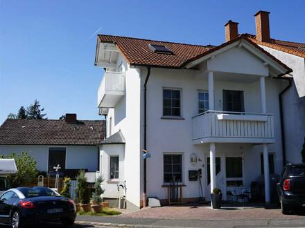 ARNOLD-IMMOBILIEN: Tolles Einfamilienhaus mit kleinem Garten