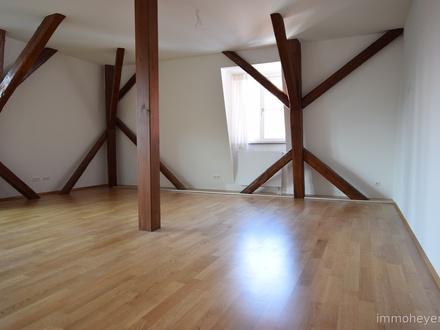 Helle 4-Zimmer-Komfort-Wohnung in repräsentativem Altstadthaus