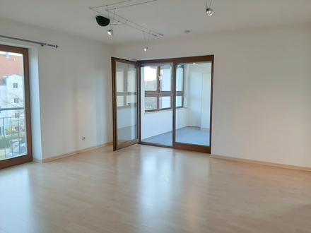 ***Schönes, helles Apartment mit Wintergarten - Einbauküche ablösefrei***