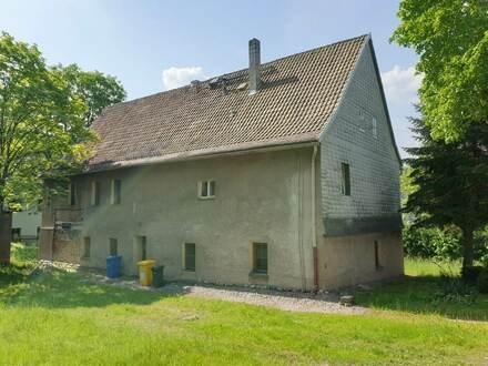 Mehrfamilienhaus mit Sanierungsbedarf in zentraler Lage