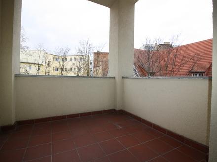 Riesige 3-Raumwohnung mit Balkon