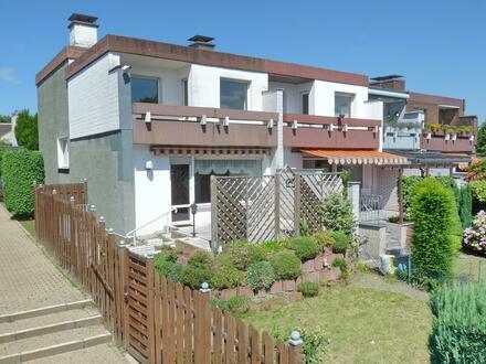 Eckhaus mit versetzten Ebenen - mit Südgarten und Garage (Disteln)