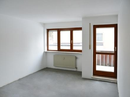 Kernsanierte 3-Zi.-Wohnung mit Westbalkon