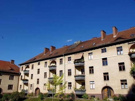 Charmante, gepflegte 2,5-Zimmer-Altbauwohnung mit Balkon und Stellplatz - Zentrum Coburg