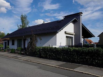 Gepflegtes Einfamilienhaus mit Garage, neuem Balkon und Ziergarten in Rödental