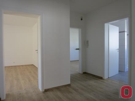 Hochwertig renoviert und modernisiert - Top 3-ZKB-Wohnung mit Balkon und Garage im 3-Fam.-Haus