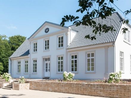 Idyllisch Wohnen im kernsanierten Landgut Heineken: Großzügige 2,5-Zimmer-Wohnung