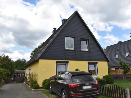 Ganderkesee: Vielseitiges Siedlungshaus mit 7 Zimmern und großem Grundstück, Obj. 5256