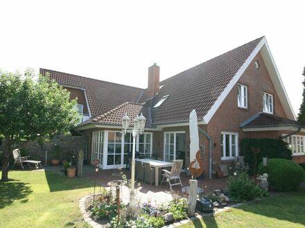 Eigennutzung & Kapitalanlage auf einem Grundstück: Geschmackvolles Doppelhaus mit vielen Nutzungsmöglichkeiten in bevor…