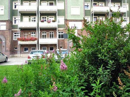 +++ AUFGEPASST!!! Tolle Wohnung mit EBK, Balkon und Blick ins Grüne! +++