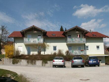 Helle und gemütliche 4-Zi.-Dachgeschoss-Whg. mit großem Balkon in Patersdorf