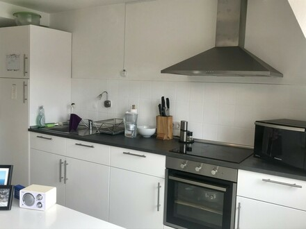Gemütlich Wohnen mitten im Zentrum mit moderner Einbauküche und Garage!