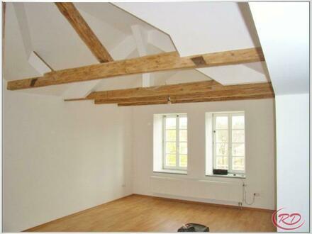 Dachgeschoss-Wohnung in zentraler Stadtlage!++Robert Decker Immobilien++