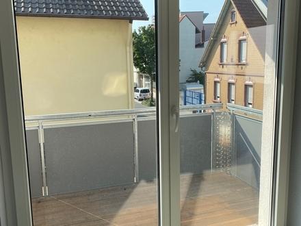Schöne Neuwertige 2-ZKB-Wohnung mit Balkon im 8-Fam.-Haus - Sofort frei
