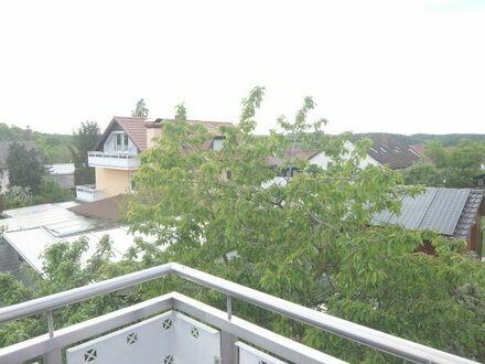 29_WO6425 Neuwertige, ruhige 4-Zimmerwohnung mit großem Südbalkon / Deuerling