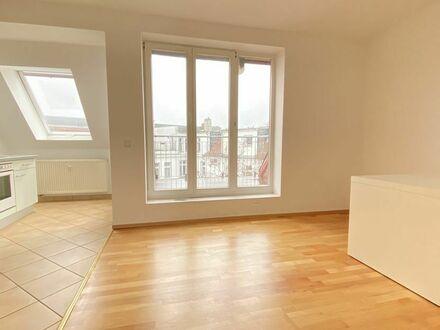 Blick über die Dächer Berlins ! Dachgeschoss in Friedrichshain!
