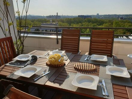 Haus auf dem Dach! Großzügige, helle 5,5 Zimmer-Maisonette-Penthaus-Wohnung mit toller Aussicht, EBK und TG in gepflegter…