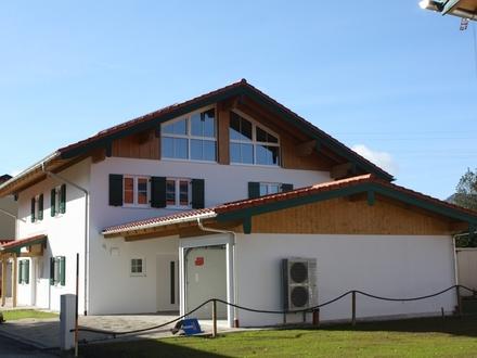 Letzte von ehemals 6 DHH Außergewöhnlich schöne Doppelhaushälfte in ruhiger Ortslage Neubau