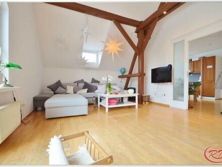 Charmante und geräumige DG-Wohnung++Robert Decker Immobilien++