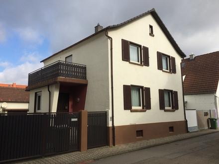 Familienfreundliches Wohnen ! Gepflegtes Einfamilienhaus in ruhiger Seitenstraße
