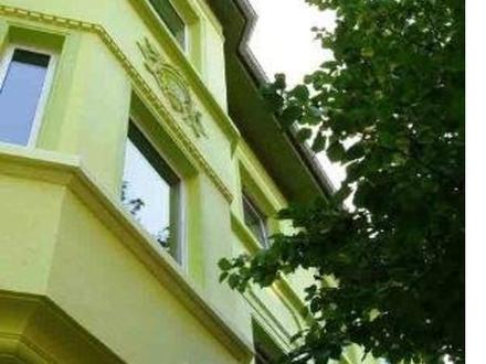 Nähe Hoeschpark: Attraktive 2-Zimmer-Wohnung mit Balkon und Garten neu zu vermieten