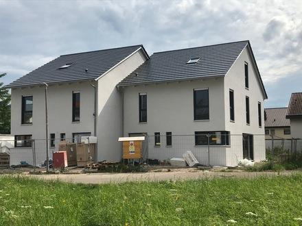 Erstbezug: hochwertige moderne DHH in Wendlingen