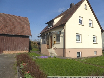 LANDLEBEN: Gepflegtes, gemütliches Wohnhaus mit Stall/Scheunengebäude, Garage und Garten